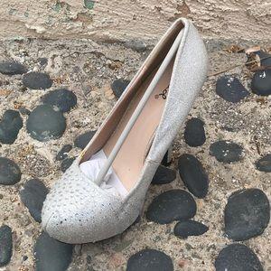 Silver classic heel